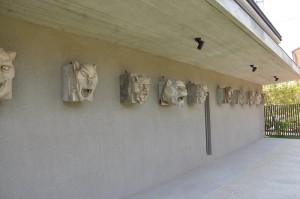 かつて「大阪ビル第一号館」の外壁にあったテラコッタ。大阪で活躍した渡辺節建築事務所時代の村野藤吾の仕事。竹中組が施工している所から現場で施工した職人はなにわ組か亀井組と思われた。