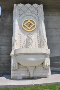 「片倉館」にあるテラコッタ。かつて横浜の松坂屋デパートにあったもの。